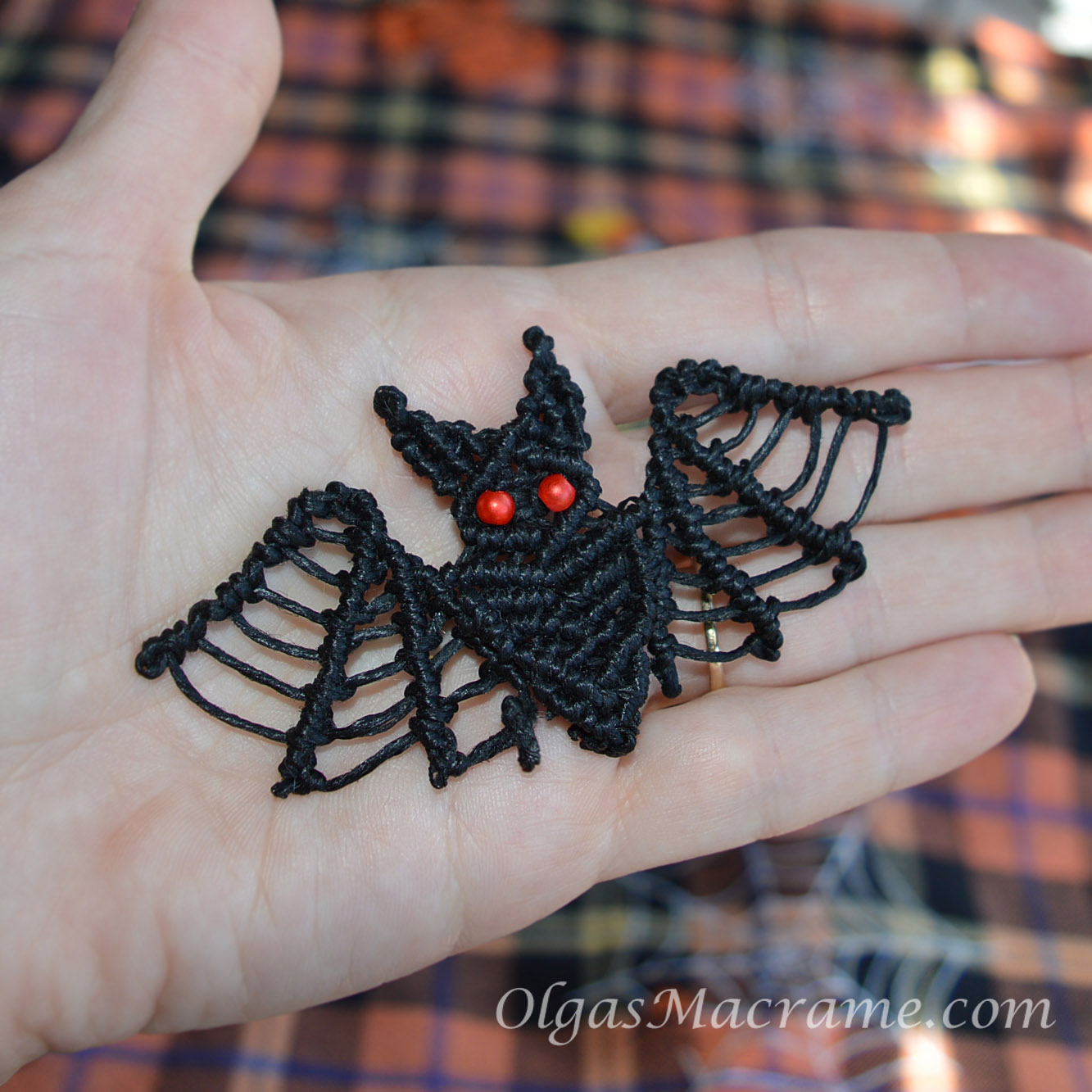 Macrame Halloween Bat tutorial
