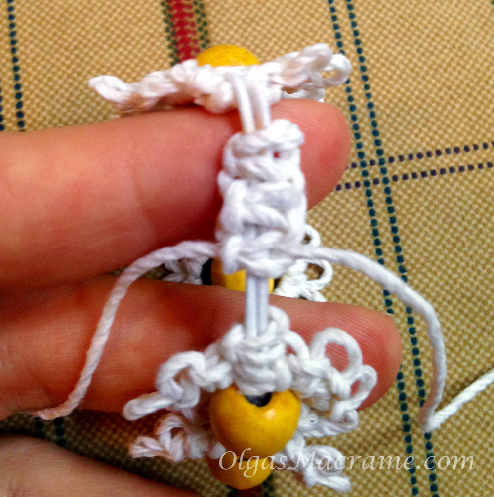 macrame stretchy bracelet tutorial